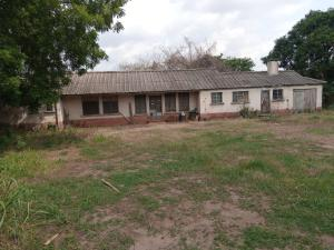 4 bedroom Office Space Commercial Property for sale Along immigration passport office  Agodi Ibadan Oyo