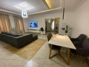 House for sale Behind Mega City Event Center, Adejumo Off Nihort /jericho Road Ibadan Oyo