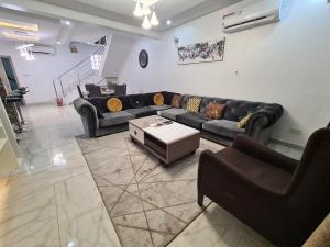 4 bedroom Semi Detached Duplex House for shortlet Dideolu estate ONIRU Victoria Island Lagos