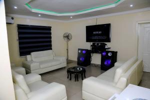3 bedroom Studio Apartment for shortlet Owolaso Street, Papa Area Off Isebo Alakia Road Off New Ife Expressway Alakia Ibadan Oyo