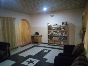 3 bedroom Blocks of Flats House for rent Faruq Area  Soka Ibadan Oyo