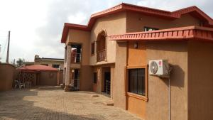 6 bedroom House for sale New bodija estate. Bodija Ibadan Oyo