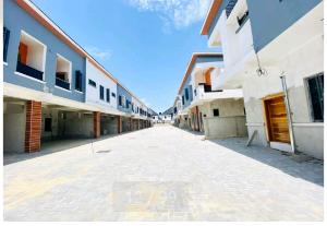 4 bedroom Terraced Bungalow House for sale Chevron's Drive, Lekki. Ibeju-Lekki Lagos