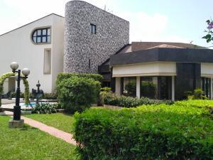 6 bedroom Detached Duplex for rent Opebi Ikeja Lagos