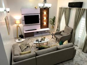 3 bedroom Self Contain for shortlet   Lekki Phase 2 Lekki Lagos