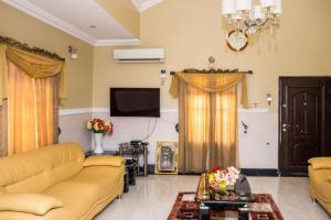4 bedroom Semi Detached Bungalow House for shortlet Kuola , Oluyole Extention Akala Express Ibadan Oyo