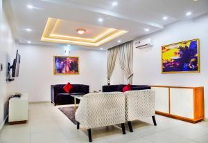 3 bedroom Blocks of Flats House for shortlet Palm springs road  Ikate Lekki Lagos
