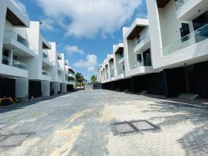 4 bedroom Terraced Duplex House for rent Located in an Estate very close to Four point hotel ONIRU Victoria Island Lagos