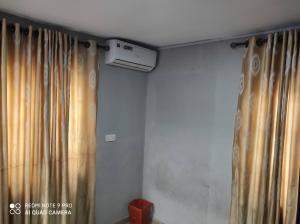 Studio Apartment Flat / Apartment for rent Olarenwaju estate yaba Adekunle Yaba Lagos