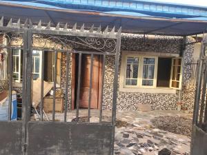 3 bedroom Semi Detached Bungalow House for rent Hogan bassey street off Western avenue. Western Avenue Surulere Lagos