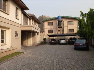 6 bedroom Flat / Apartment for rent   Maryland Lagos