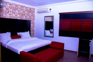 2 bedroom Self Contain Flat / Apartment for rent Off Admiralty way Lekki Phase 1 Lekki Lagos