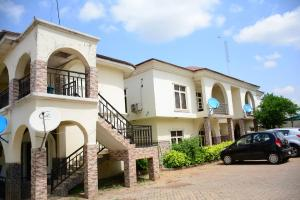 8 bedroom Semi Detached Duplex House for sale - Utako Abuja