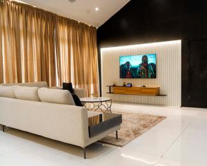 2 bedroom Flat / Apartment for shortlet Cadogan Estate, Castlerock Avenue Lekki Lagos