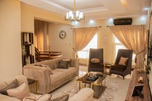 4 bedroom Flat / Apartment for shortlet Ihuntayi Street ONIRU Victoria Island Lagos