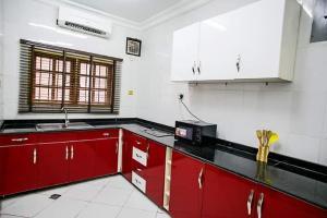 3 bedroom Flat / Apartment for rent Olorunlogbon Street  Anthony Village Maryland Lagos