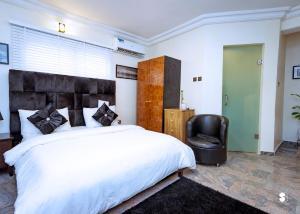 Studio Apartment Flat / Apartment for shortlet off admiralty way Lekki Phase 1 Lekki Lagos