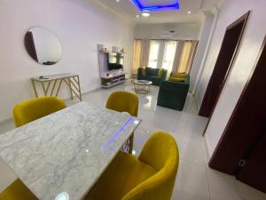 2 bedroom Flat / Apartment for shortlet .. Lekki Phase 1 Lekki Lagos
