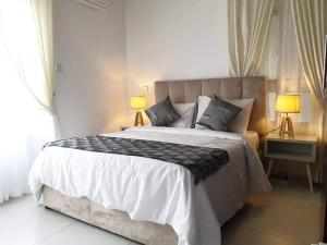 2 bedroom Blocks of Flats House for shortlet Off Admiralty Way. Lekki Phase 1 Lekki Lagos