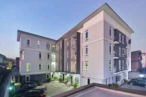 2 bedroom Flat / Apartment for sale 30/32, Johnson Street Onike Yaba Lagos