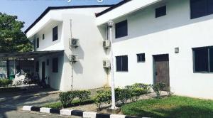 4 bedroom House for sale Off Tiamiyu Savage Victoria Island Lagos