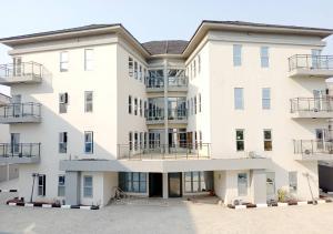 2 bedroom Blocks of Flats House for rent ONIRU Victoria Island Lagos