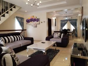 2 bedroom Massionette House for shortlet Akin Adesola  Akin Adesola Victoria Island Lagos