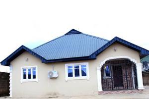 3 bedroom Detached Bungalow House for shortlet  Icast area, Elebu Akala Express Ibadan Oyo