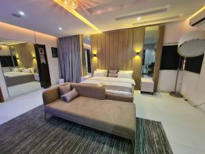 4 bedroom Detached Duplex for shortlet Osapa Osapa london Lekki Lagos