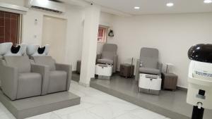1 bedroom mini flat  Workstation Co working space for rent 146b Ligali Ayorinde Victoria Island Lagos
