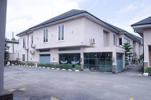 10 bedroom Hotel/Guest House Commercial Property for sale Ikeja GRA Ikeja GRA Ikeja Lagos