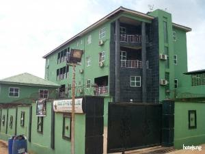 Hotel/Guest House for rent Close To First Bank Ikorodu Lagos