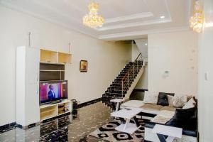 5 bedroom Flat / Apartment for shortlet Close To Primewaters Lekki Phase 1 Lekki Lagos