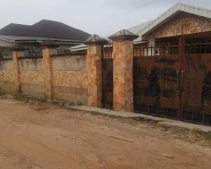 4 bedroom Detached Bungalow House for sale Olusetan area off elebu oja, akala express way ibadan Akala Express Ibadan Oyo