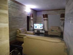 2 bedroom Detached Bungalow House for shortlet Derin court onireke dugbe  Eleyele Ibadan Oyo
