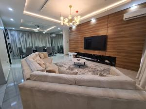 3 bedroom Flat / Apartment for shortlet Dayclar court Ikate Lekki Lagos