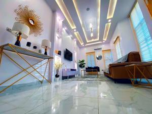 4 bedroom Self Contain Flat / Apartment for shortlet - Osapa london Lekki Lagos