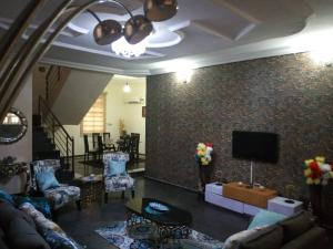 5 bedroom Self Contain Flat / Apartment for shortlet Ikota Lekki Lagos