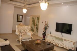 4 bedroom Detached Duplex House for shortlet Off Allen Avenue Allen Avenue Ikeja Lagos