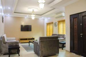 5 bedroom Detached Duplex House for shortlet OFF Allen Avenue Allen Avenue Ikeja Lagos