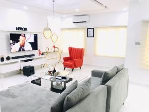 3 bedroom Studio Apartment Flat / Apartment for shortlet Paradise Extension 2, Chevron Drive, Lekki. chevron Lekki Lagos