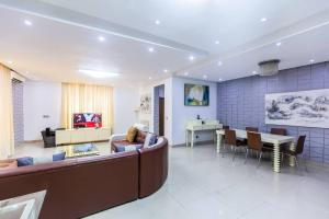 3 bedroom Self Contain for shortlet Mosley Road Ikoyi Lagos
