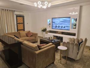 3 bedroom Flat / Apartment for shortlet Ihuntayi street, Off Palace Road ONIRU Victoria Island Lagos