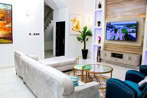 4 bedroom Terraced Duplex House for shortlet Spring Bay Estate Ikate Lekki Lagos