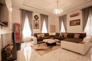 4 bedroom Flat / Apartment for shortlet Area Ikota,lekki Ikota Lekki Lagos