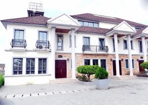 4 bedroom Terraced Duplex House for shortlet Emperor Estate Sangotedo Ajah Lagos