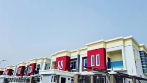 4 bedroom Terraced Duplex House for sale Creek Avenue Court Phase 2 Ikota Lekki Lagos