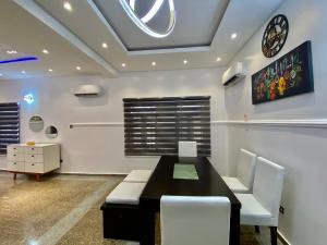 5 bedroom House for shortlet Osapa london Lekki Lagos