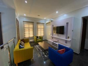 5 bedroom Flat / Apartment for shortlet Off Oladimeji Street Lekki Phase 1 Lekki Lagos