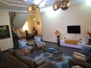 5 bedroom Detached Duplex House for shortlet Ikota Lekki Lagos